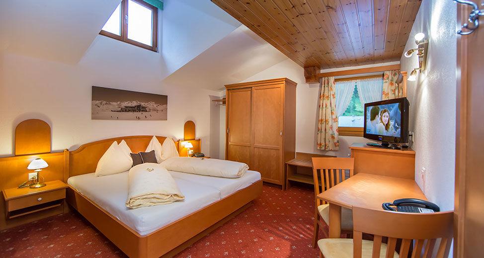Twin bedroom approx. 20 m² including breakfast buffet