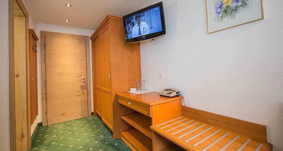 Twin bedroom (south side)approx. 20 m² including breakfast buffet