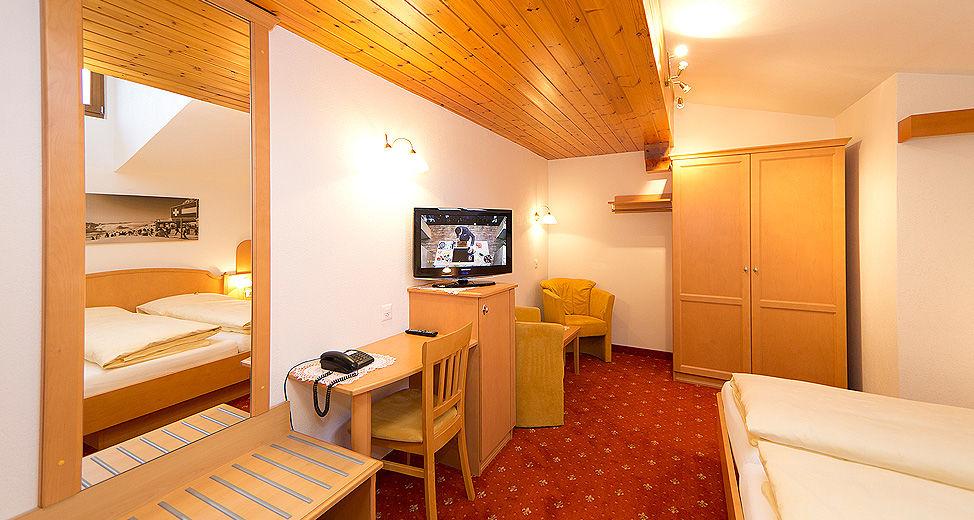 Doppelzimmer ca. 20 m², mit Frühstücksbüffet